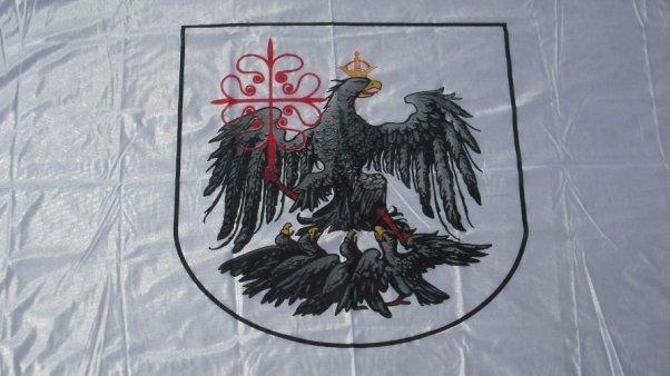 """Polémica: Proponen cambiar la bandera de la Ciudad por ser un """"símbolo autoritario"""""""