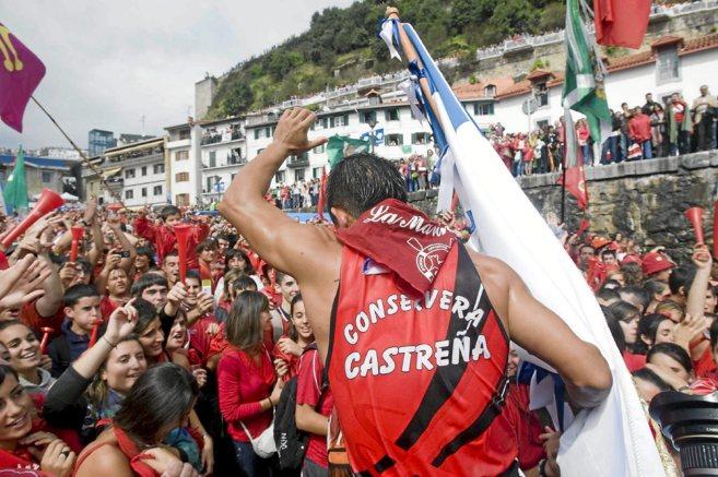 El empresario vasco Jon Loroño compra cuatro banderas de la Concha de Castro por 30.500 euros