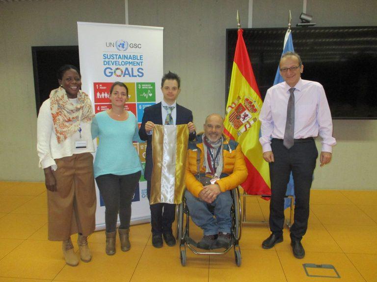 La bandera de las personas con discapacidad