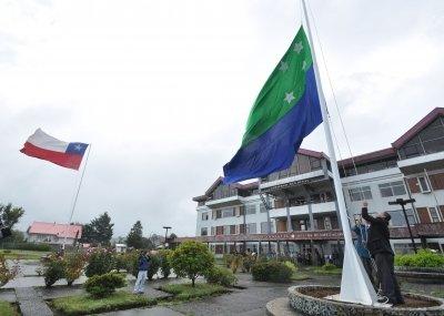 Bandera de la Región de Los Lagos es izada por primera vez en el frontis de la intendencia