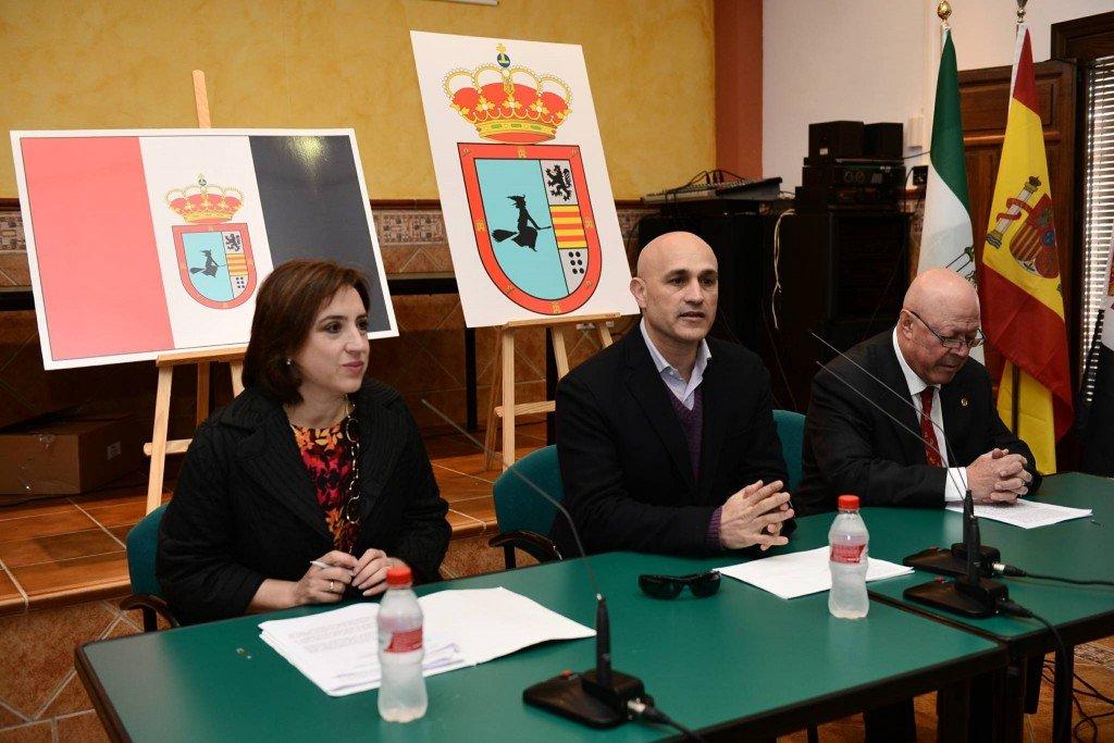 El municipio de Soportújar ondea ya su bandera con la bruja como elemento más característico