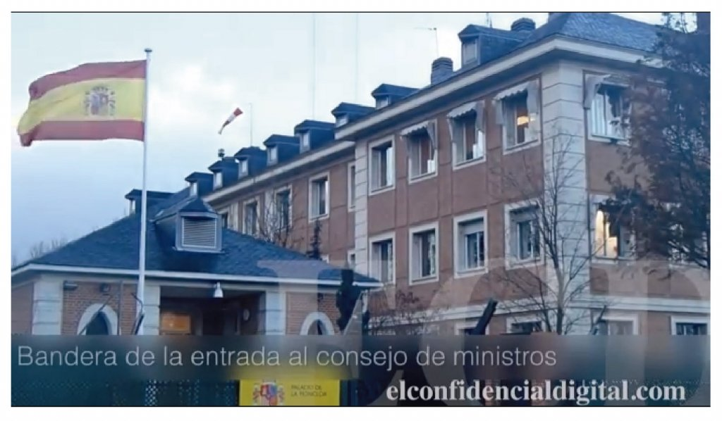 Moncloa apuesta por banderas de España más grandes