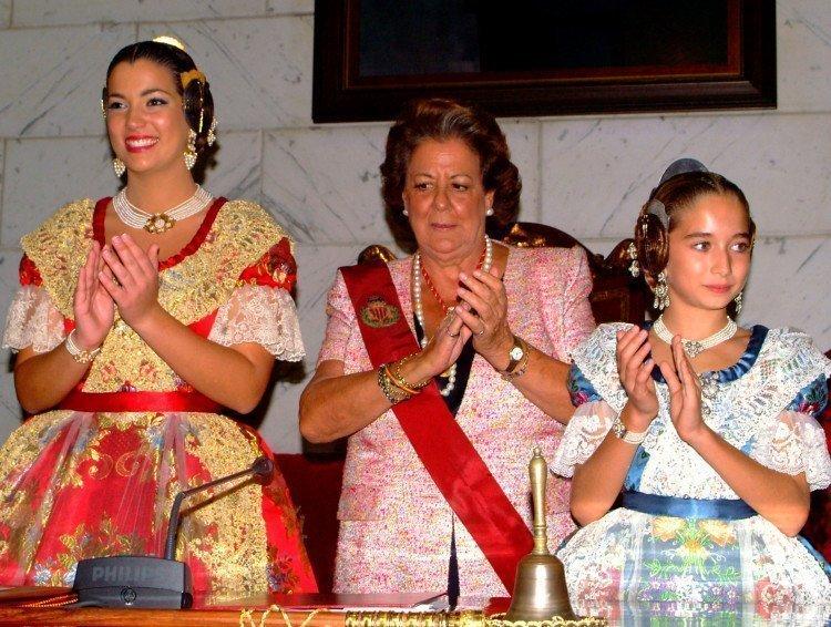 La alcaldesa proclama a Estefanía López y María Donderis Falleras Mayores de Valencia 2015