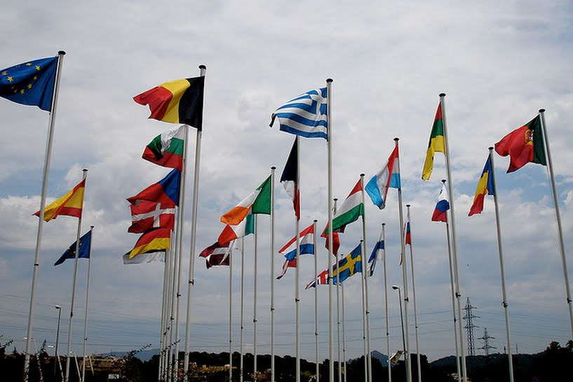 Una de cada tres banderas de los países del mundo contiene símbolos religiosos